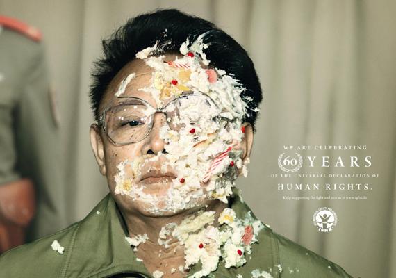 Az észak-koreai diktátort, Kim Jong Ilt az Amnesty International használta egy kampányához. A kommunista diktatúrában még mindig ezrek éheznek, több munkatábor üzemel, mindennaposak a kivégzések.