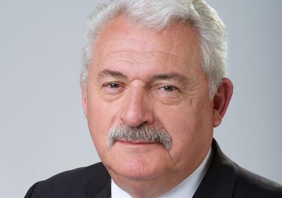 Fónagy János már az első Orbán-kormányban is tisztséget vállalt, 2010-től pedig államtitkárként tevékenykedik. Fónagy a nyolcvanas években az Ózdi Kohászati Üzemek gazdasági vezérigazgató-helyettese. Érdekesség, hogy már 1985-ben kilépett az MSZMP-ből.