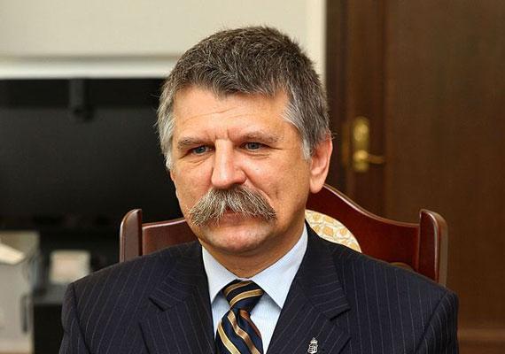 Kövér László, a Fidesz egyik alapítója 1986-ban még nem ellenzéki beállítottságáról volt ismert. Ebben az évben ugyanis az MSZMP Központi Bizottságának Társadalomtudományi Intézetének volt munkatársa.