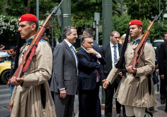 Orbán Viktor úgy gondolhatja, a nyaralás a gyengeség jele, ezért aztán egy fia képet nem posztol a vakációiról. Bár miniszterelnökként sokszor utazik, és olyan nyaralóhelyeket is útba ejt, mint Görögország, ekkor sem koktélok, hanem más kormányfők társaságát keresi.