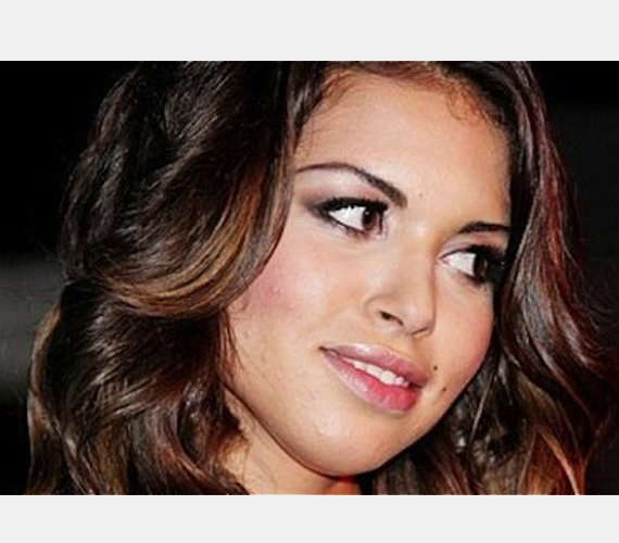 """Karima El Mahroug, Berlusconi egyik szeretője, aki miatt bíróság elé is kell állnia, hiszen a lány a """"bunga-bunga"""" partik idején még csak 17 éves volt."""