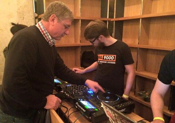 Gyurcsány Ferenc 2014 decemberében DJ-ként lépett fel egy előszilveszteri bulin, így készült a szerepére.