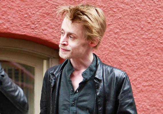 Macaulay Culkin akkor indult meg a lejtőn, amikor kinőtt a gyerekszerepekből. Innentől kezdve az alkohol és drogok rabja lett, sőt, illegális kábítószer-birtoklásért le is tartóztatták. Tavaly felröppent a hír, miszerint a csontsovány Macaulay olyannyira rossz állapotban van, hogy csak hónapjai vannak hátra. Azóta már javult a helyzet.