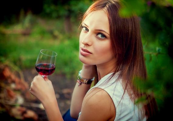 Rossz fényt vet rád, ha alkoholos itallal pózolsz a profilfotón.
