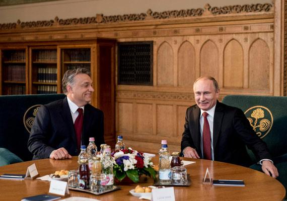 Oldott hangulat. Orbán Viktor a Parlamentben fogadta Putyint.
