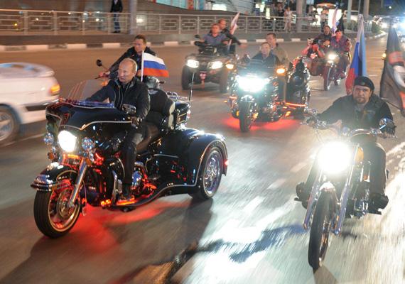 A hírhedt és legendás elnök szelíd motorosnak is beállt egy fesztivál alkalmával.