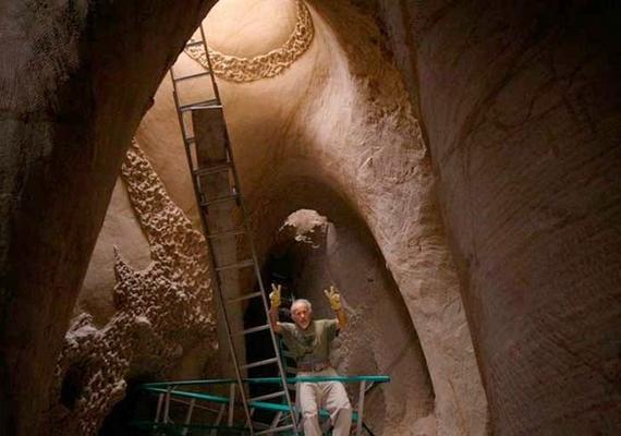 Ra Paulette még nem hagy fel a falak csinosításával, de úgy gondolja, ez lesz élete utolsó munkája.