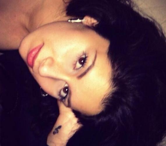 Íme, Radics Gigi legfrissebb fotója. Az énekesnő fiatal kora ellenére már kész nő.
