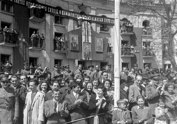 Budapest, VI. kerület, Andrássy út-Dózsa György út sarok, 1951.