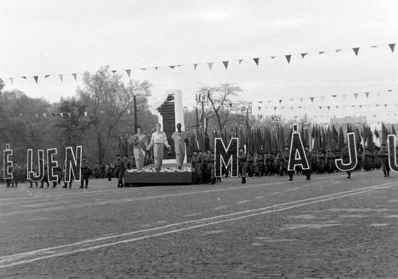 Budapest, Felvonulási tér, május 1-jei felvonulás, 1958.
