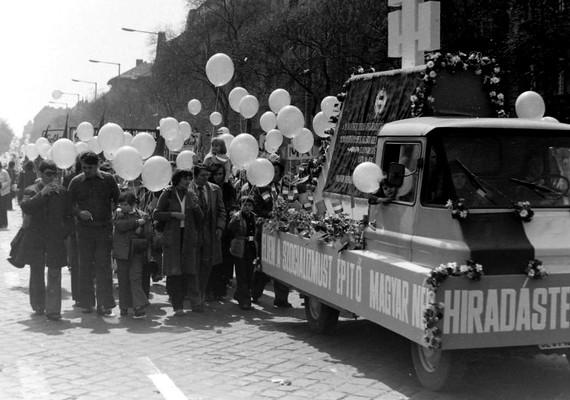 Budapest, VII. kerület, Dózsa György út, május 1-jei felvonulás, 1976.