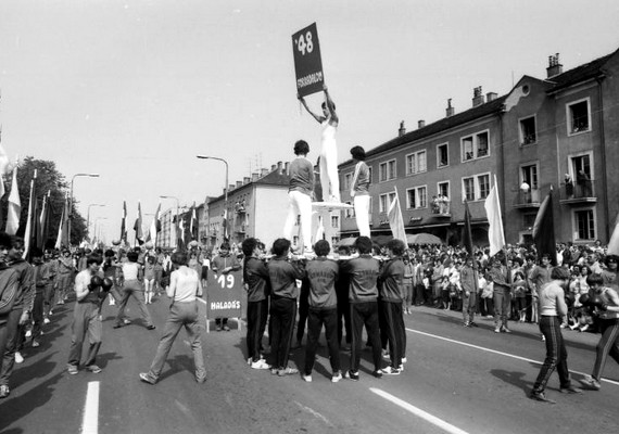Komárom, Mártírok útja, május 1-jei felvonulás, 1980.