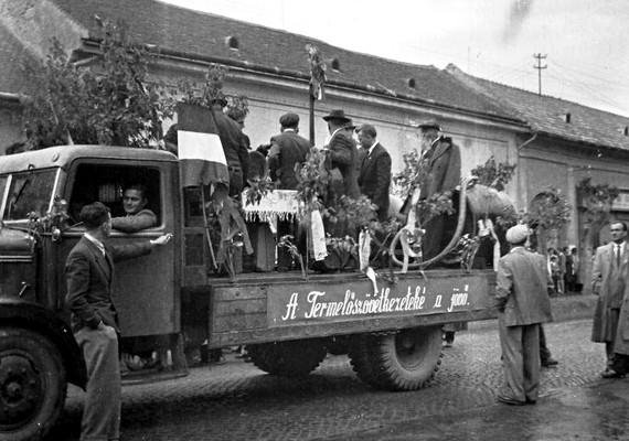 Szekszárd, május 1-jei felvonulás, 1958.