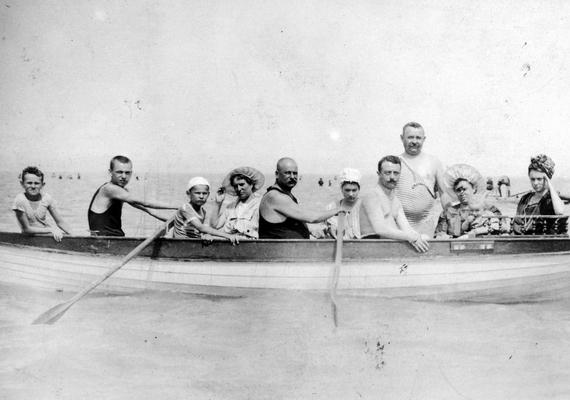 Csónakázó család - 1910.