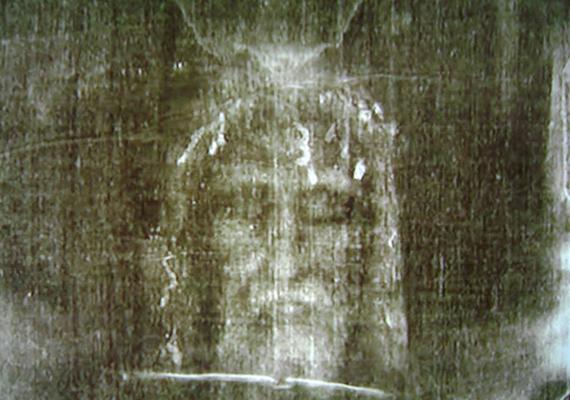 A torinói lepelről már számos tény látott napvilágot, de még nem sikerült bizonyítani, hogy valóban Jézus arcképe látható a textílián.