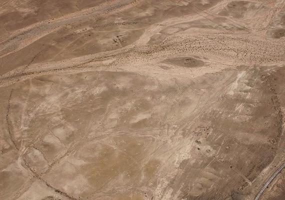 A sivatagban található építmények mérete nem egyezik, az egészen kicsinek számítótól a csaknem négyszáz méteres átmérőjű körig mindenféle található közöttük.