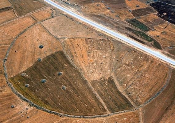 A Beta Wired információi szerint a kutatásban részt vevő egyik professzor,David Kennedy elmondta, a légifotósok közreműködésén kívül több műholdas rendszerrel is vizsgálják a köröket, hogy a lehető legtöbb információt gyűjtsék össze róluk.