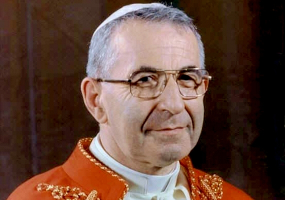Egyes elméletek szerint I. János Pál pápa a maffia keze által vesztette életét, mert nem nézte jó szemmel a Vatikán alvilági kapcsolatait, és fel akarta fedni a korrupt rendszert. Az esetről ide kattintva olvashatsz bővebben.