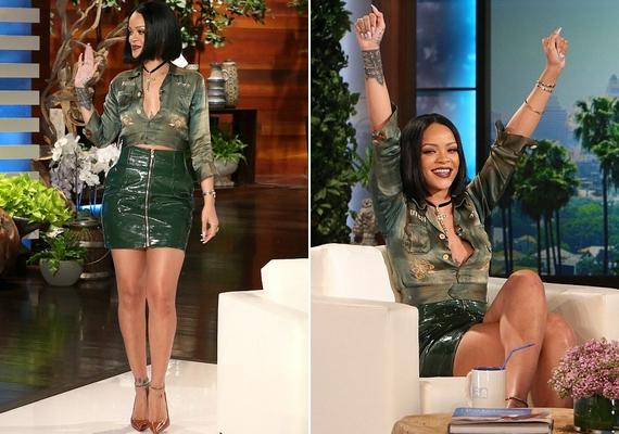 Rihanna zöld latexminiben és kivágott crop topban érkezett a műsorba, ahol azt is elárulta, hogy jelenleg nincs párkapcsolata, mert nagyon elfoglalt, de boldog így.