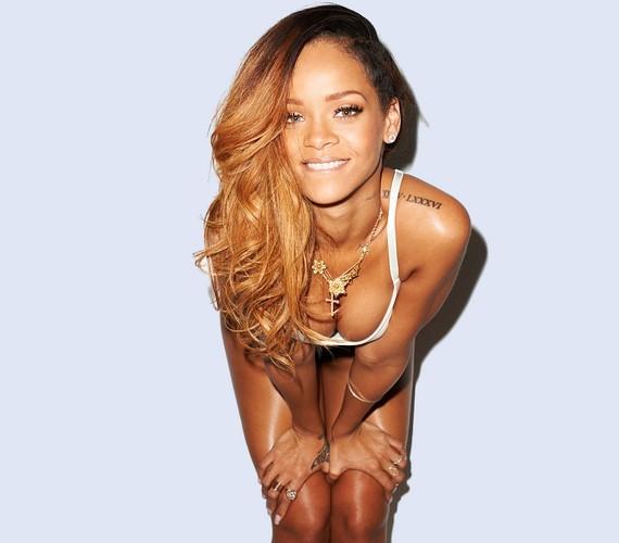 Bár Rihanna melltartó nélkül fotózkodott, a dekoltázsát is láttatni engedte.