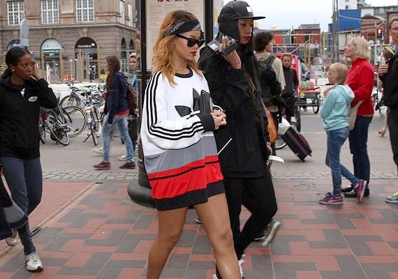 Rihanna várost nézett Amszterdamban, és a vidámparkba is ellátogatott.
