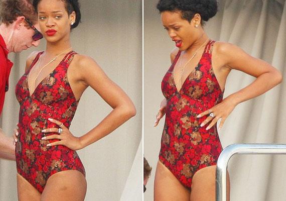 Rihanna keresi a megfelelő pózt.