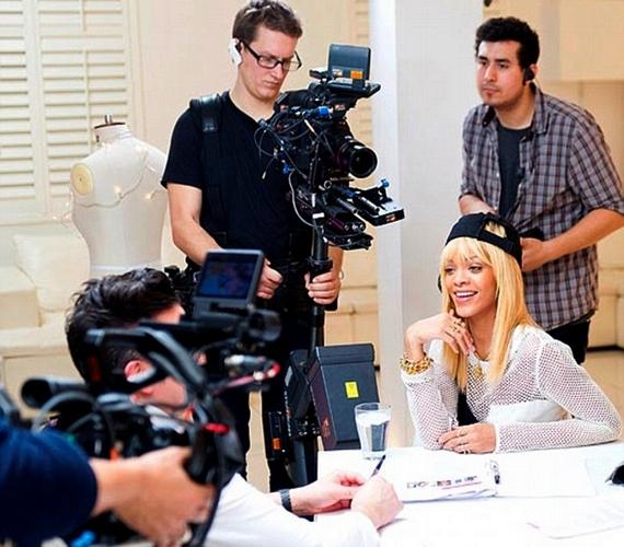 Nemsokára egy műsor, a Styled to Rockis indul a közreműködésével, ahol még szőke hajjal szerepel.
