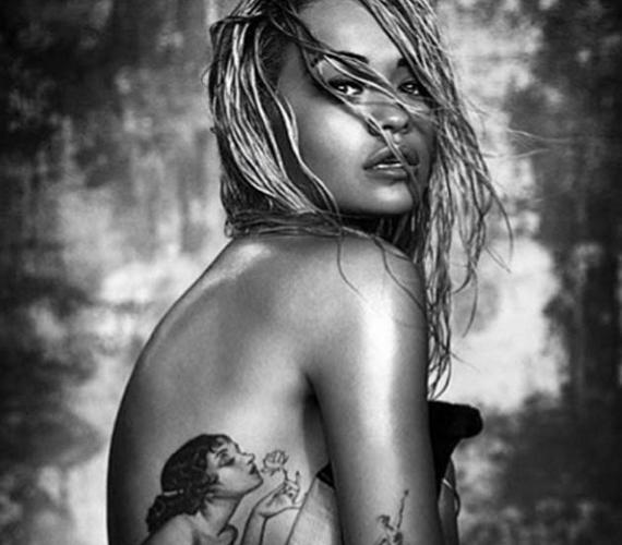 Ez azonban nem új fotó, korában fekete-fehérben láthattuk, Rita Ora és Chris Brown közös dalának, a Body on Me-nek megjelenése apropóján.
