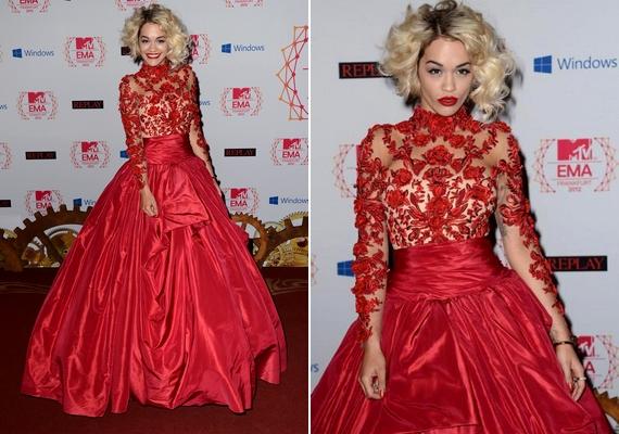 Rita egyik legemlékezetesebb viselete a 2012-es MTV EMA gálán viselt különlegesMarchesa ruha.