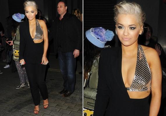 Az évforduló előtti estén a londoni The Scotch Clubnál fotózták le egy merész kezeslábasban: az énekesnő ide egy zártkörű Voice-rendezvényre jött.