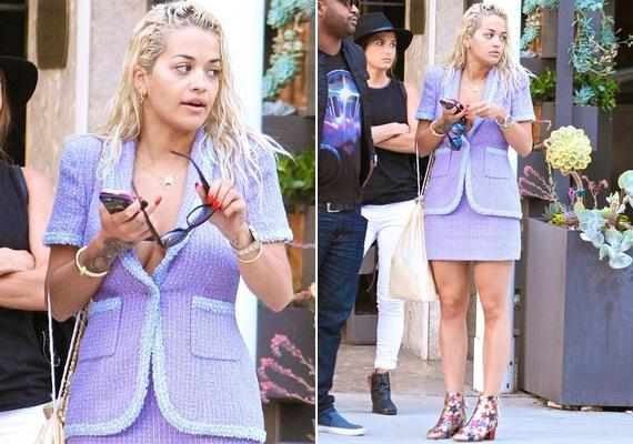 Fejhez tapadt, csimbókos haj, fakó bőr és táskás szemek - nem ez volt Rita Ora legjobb napja, ami a külsejét illeti. Az énekesnő mélyen kivágott blézere sem javított a helyzeten, a cipő pedig végképp nem illett a képbe.