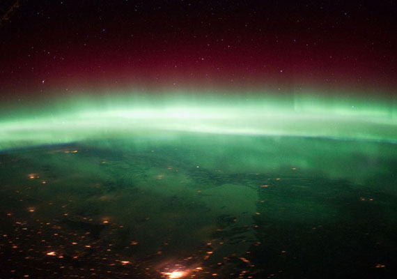 A sarki fényt a NASA már az űrből is többször megörökítette, itt éppen Kanada felett tündököl.