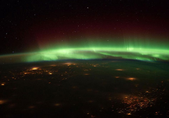 A sarki fény általában vörös, zöld és ibolya színekben tündököl - itt éppen Nebraska felett látható.