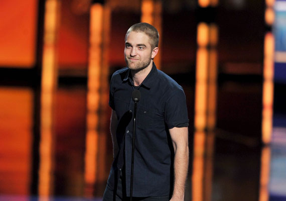 ...de Robert azért a színpadra már egyedül ment...