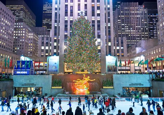 A Rockefeller Centerben jégpályája a szerelmesek kedvenc találkozó helye. Itt töltheted le a háttérképet!