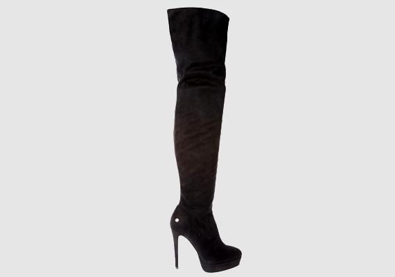 A tűsarkú csizmákban természetellenesen áll a lábfejed, és még ha a méret jó is, a fazon miatt összepréselődnek a lábujjaid.