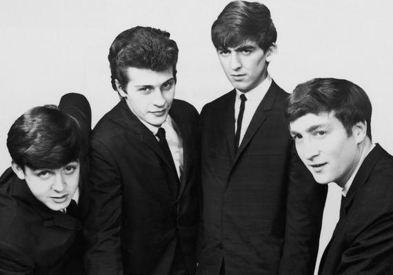 """""""A gitáros bandák csillaga leáldozóban van"""" - mondta a Decca Records elnöke, Dick Rowe a Beatles menedzserének, Brian Epsteinnek. Szerencsére az elutasítás nem vette el az akkor még Ringo Starr elődjével, Pete Besttel működő együttes kedvét, és végül történelmet írtak a munkásságukkal."""