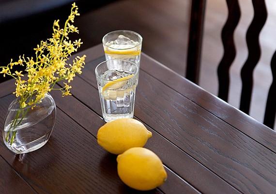 A citromos víz is kitisztítja, kiöblíti a szádat.