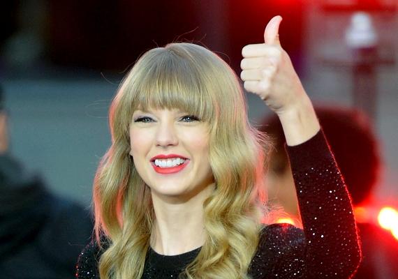 Ne kövesd Taylor Swift példáját, ha sminkelésről van szó! - Egy Japánba tartó repülőn ültem, és nem volt nálam smink, úgyhogy bementem a mosdóba, és alkoholos filccel húztam ki a szemem.