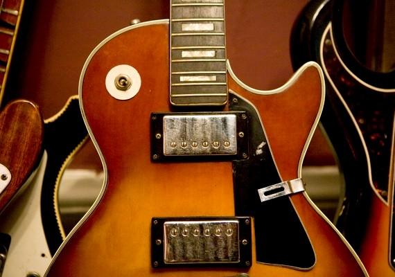Nem mindenki tartozik bele ebbe a kategóriába, aki zenél, de ha a srác gitáros egy kemény rockbandában, akkor az benne van a rosszfiú-rizikófaktorban.