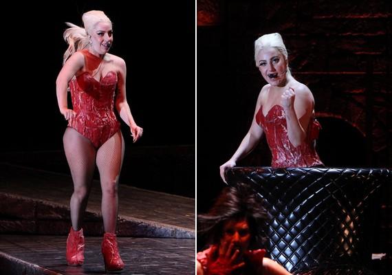 A súlyfelesleg nem tántorította el Lady Gagát a sokat mutató ruháktól és a neccharisnyától. A húsra hajazó outfit szinte már megszokott az énekesnőtől.