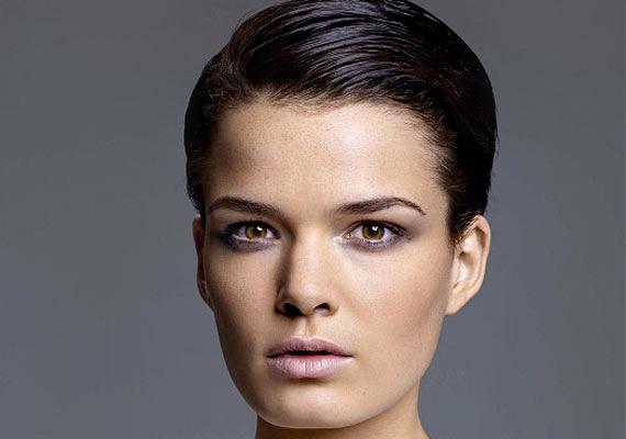 Rihanna bevállalta a fiúsan rövid hajat, és azóta biztos: egy ilyen sapkakompatibilis fazon is lehet szexis.