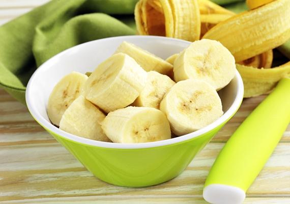 A banán elősegíti a lepedékképződést, sőt, nemrég kiderült, hogy fogyasztása a fogszuvasodás kialakulásának esélyét is növeli.