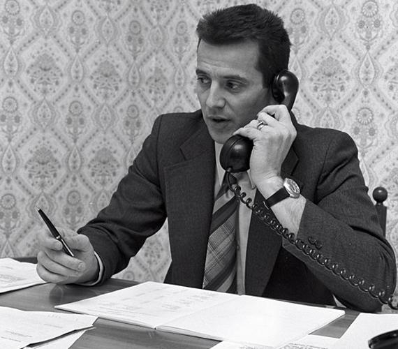 Schmitt 1976-ban az Astoria szállodában. Ez volt az első komoly állása, végül az igazgatóhelyettesi székig vitte.