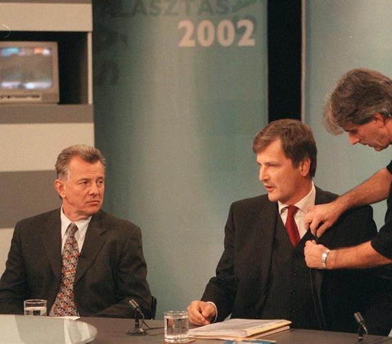 2002-ben élesben is belekóstolt a belpolitikai életbe: független jelöltként, de a Fidesz támogatásával indult Budapest főpolgármesteri tisztségéért.