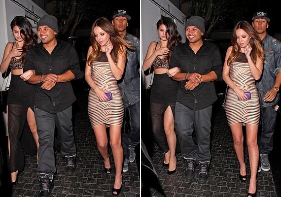Selena, Alfredo és még két barátjuk a kocsi felé tartanak a buli után. Az énekesnő és Flores állítólag azért sétáltak karöltve, mert Selena fáradt volt.