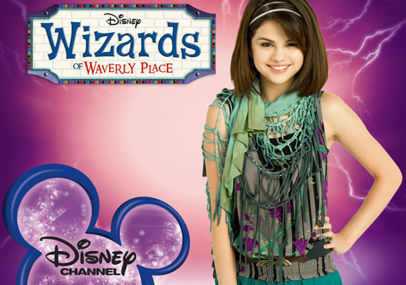 A Disney csatorna Varázslók a Waverly helyről című sorozatában már kiskamaszként játszotta Alex szerepét.
