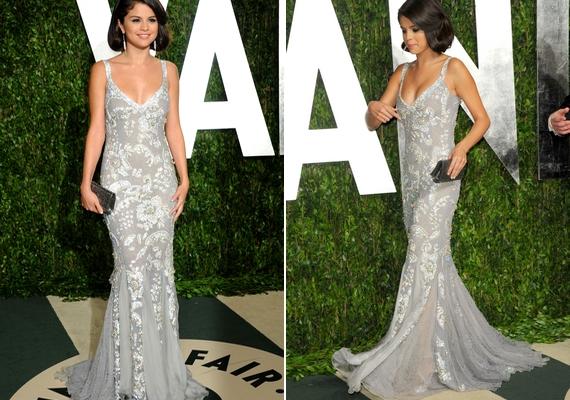 Díszes anyag és lágy sellőfazon - Selena igazi dívaként tündökölt ebben a csodaszép ruhában.