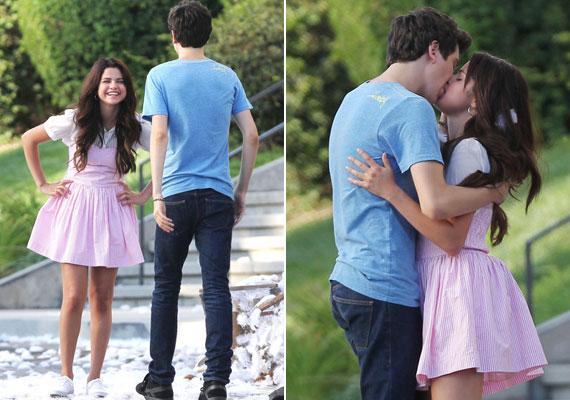 A csókjelenet is egész szenvedélyesre sikerült.