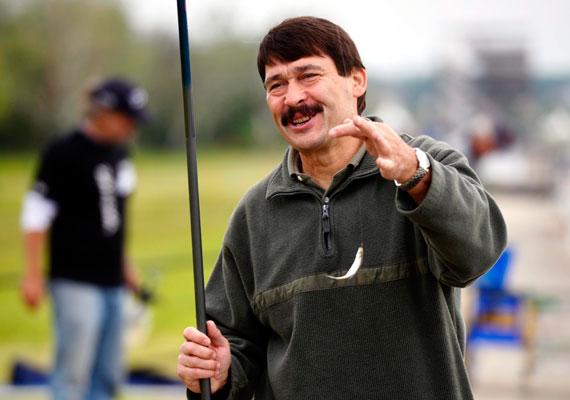 Áder János nemcsak Magyarország köztársasági elnöke, de már az ország horgásznagykövete címet is magáénak mondhatja. Áder előszeretettel jár különféle horgászversenyekre is.
